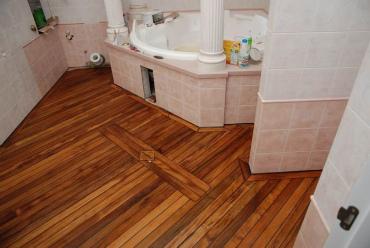 Полы в ванной деревянного дома