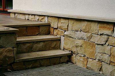 Для отделки плитки используйте натуральный камень