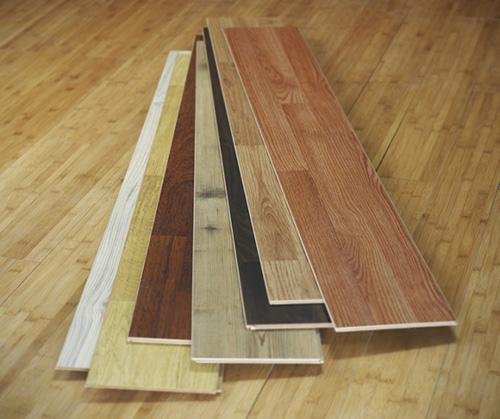 Напольные покрытия, подходящие для деревянного дома